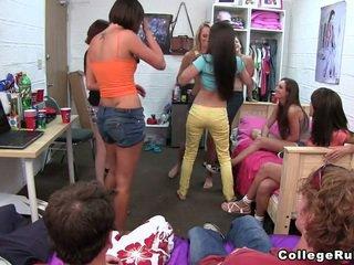 これらの 女の子 deserve a 価格!