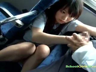 Skolejente babe getting henne munn knullet suging en guy av