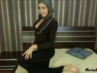 Arab hijab jente needs kuk