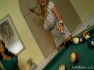 Veliko oprsje bejbe zajebal v the billiard soba