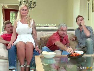 Brazzers - madrastra takes algunos joven polla - porno vídeo 451