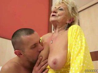 Busty bà nội gets cô ấy tóc rậm âm hộ fucked lược