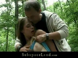 Bizarro dominação em o woods para um incrível bondman