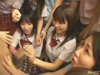 Jepang mama teaching tetangga gadis bagaimana untuk apaan video