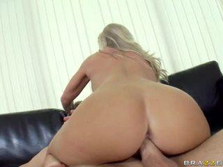 Extraordinary pieptoasa blonda sweetheart britney brooks acquires ei fata și tate inpulit