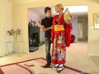 בלונדינית geisha breaking עם customs