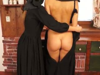 험악한 catholic nuns 만들기 sins 과 licking 고양이