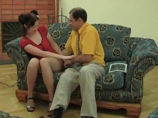 Unge kvinne i strømper gets knullet av gammel dude