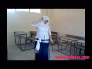 Arab egypte dance में स्कूल