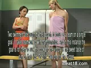 Two סקסי שנתי העשרה של רצועה עירום לפני הם לקבל מזוין ו - creampied ב the locker חדר