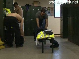 警察 changing 部屋