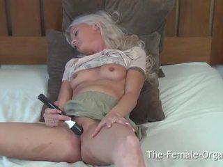 Koedukacyjne z duży sutki i lips masturbates do multiple shaking orgasms