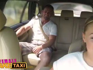 Femalefaketaxi besar-besaran tetek cabbie wants kontol di itu kursi belakang video