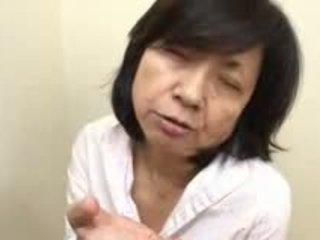 Japonais mère sucks swallows & squirts