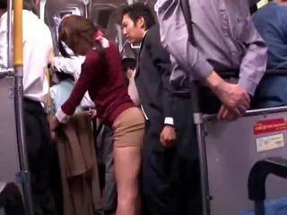 Unge collegegirl reluctant offentlig buss orgasme
