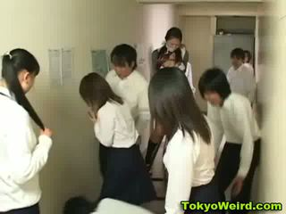 Jepang schoolgirls stripped dan meraba video