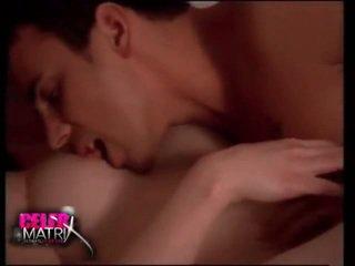 色情女孩和男人在床上, 性感的色情在巴基斯坦, 在的titties部分性