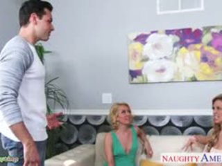 Sexy polluelos aaliyah amor y cherie deville sharing polla