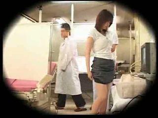 Explotada por su gynecologist
