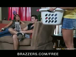 Gracie glam - utroskap barmfager latina kone milf has trekant orgie med tenåring stuepike