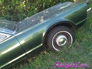 Aaliyah kjærlighet lascivious babe som henne green bil
