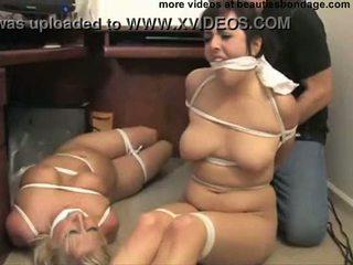 2 krūtainas secretaries hogtied un gagged