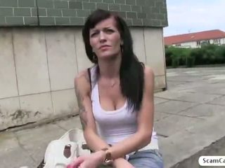 Bonita adela gets engañada por la agent y ella gets follada