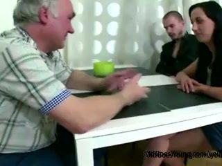 Traviesa checa chica fucks con viejo hombre como pronto como boyfriend leaves