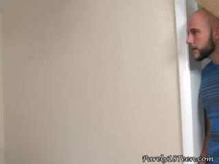 Brunetė mažutė brings jos mokytojas namai į žįsti jo varpa