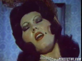 Непристойна вінтажний порно кліп представлений по dvd коробка