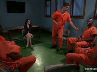 Tegan tate has band مصنوع الحب بواسطة منحرفة prisoners
