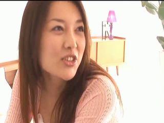 Mai uzukibusty asiatisk kvinne gets brystvorter licked og kyssing