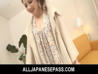 Bushy azijietiškas paauglys gets dildo pakliuvom ir fed sperma