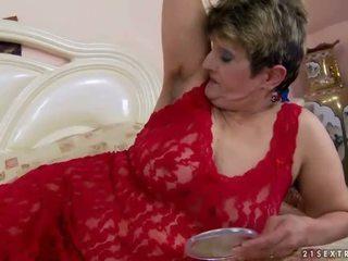 Peluda abuelita gets follada guapa duro