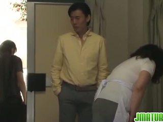 Ώριμος/η chizuru moans σκληρά από ένα stiff γαμήσι