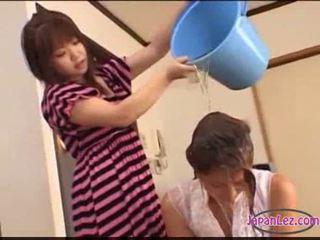 Азіатська дівчина tied для ліжко licked fingered stimulated з іграшки