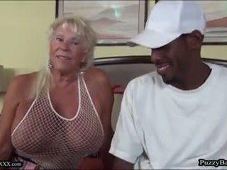 72 년 늙은 할머니 craves 큰 검정 수탉: 무료 포르노를 d4