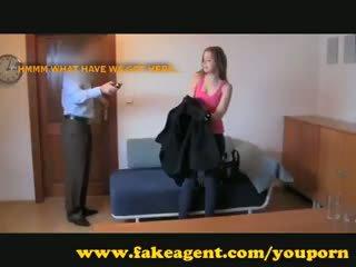 Fakeagent innocent έφηβος/η takes πρώτα χρόνος εκσπερμάτιση μέσα
