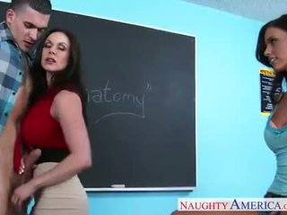 Giới tính teachers kendra lust và whitney westgate sharing con gà trống trong lớp học