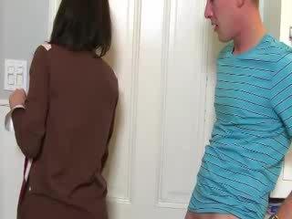 Mqmf convinces nena a chupar polla con su