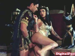Cleopatra hubungan intim lain roman dude