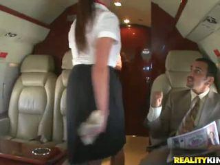 Two smut stewardesses আছে bonked মসলাযুক্ত মধ্যে একটি plane