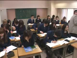 jaapani, teismeliseiga, klassiruum