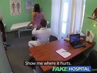 Fakehospital japon anne genç pole dancer ile sıcak vücut swallows the doctors medicine
