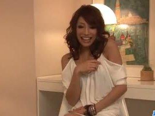 Aya sakuraba amazes -val neki leszopás és szűk punci.