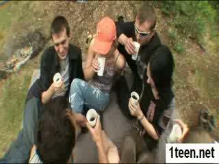 Alluring teenie getting gaped ťažký
