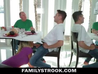 Stiefmoeder video- - rondborstig stap mam fucks zoon