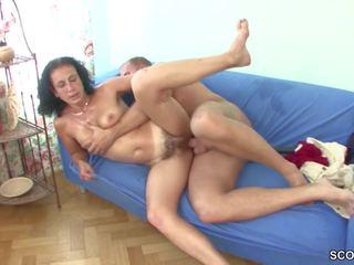 Muda laki-laki merayu berbulu step-mom untuk mendapatkan dia pertama apaan