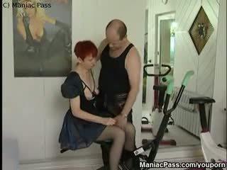 Trener fisting eldre redhead