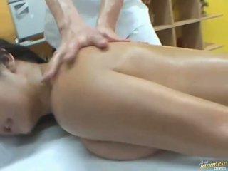 Намазан с олио азиатки satomi suzuki likes група публичен секс